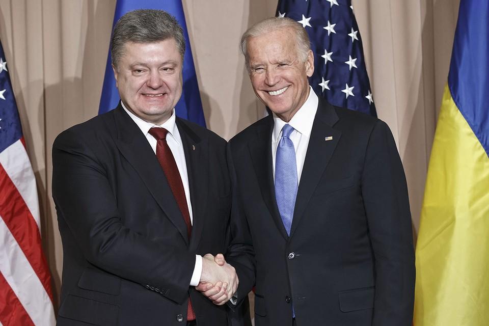 Джо Байден и Петр Порошенко в 2016 году.