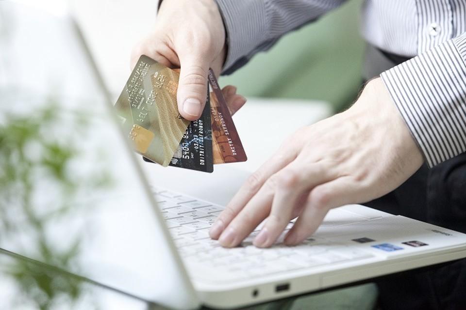 В Екатеринбурге экс-сотрудница банка украла у дедушки миллион рублей
