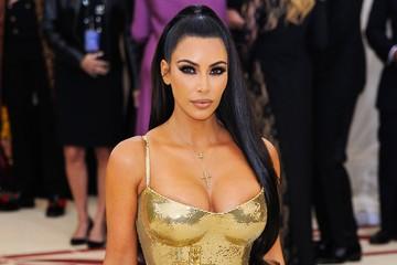 Ким Кардашьян свела поклонников с ума снимком в крошечном леопардовом бикини