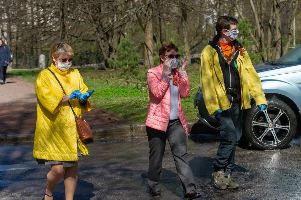 Более 1,8 миллиона петербуржцев получили по 800 рублей от правительства на покупку масок и перчаток