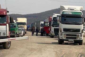 «Места в очереди продаются»: в коллапс на границе Приморья с Китаем вклиниваются «блатные» из 90-х