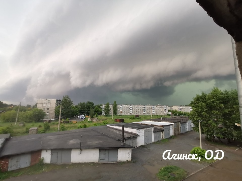 """Ачинск крушит ураган. Фото: паблик """"Ачинск, общественное движение""""."""