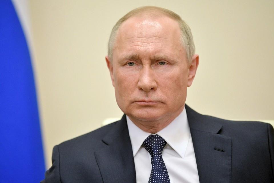 Путин бросил ручку на стол во время совещания по пожарам