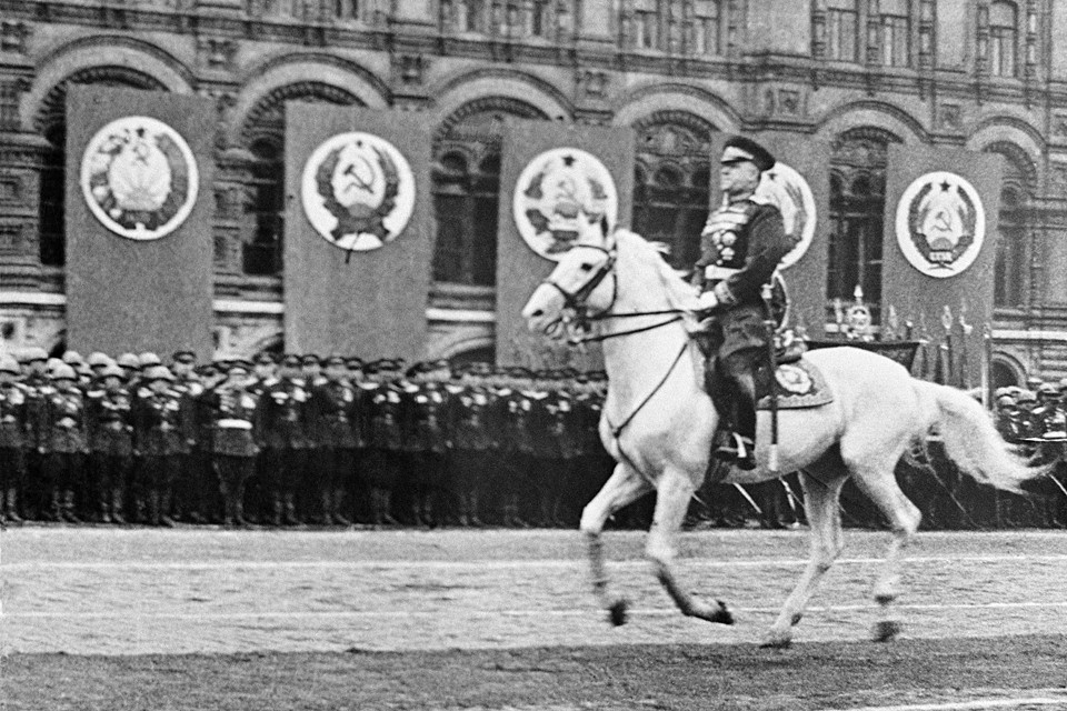 Георгий Константинович Жуков во время Парада Победы на Красной площади после окончания Великой Отечественной войны