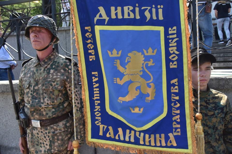 """В Киеве можно по-прежнему ходить под знаменами """"Галичины""""."""