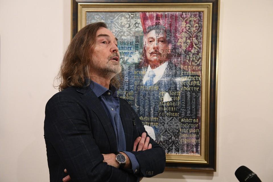 Маски от Никаса Сафронова - его благотворительный проект в помощь врачам.