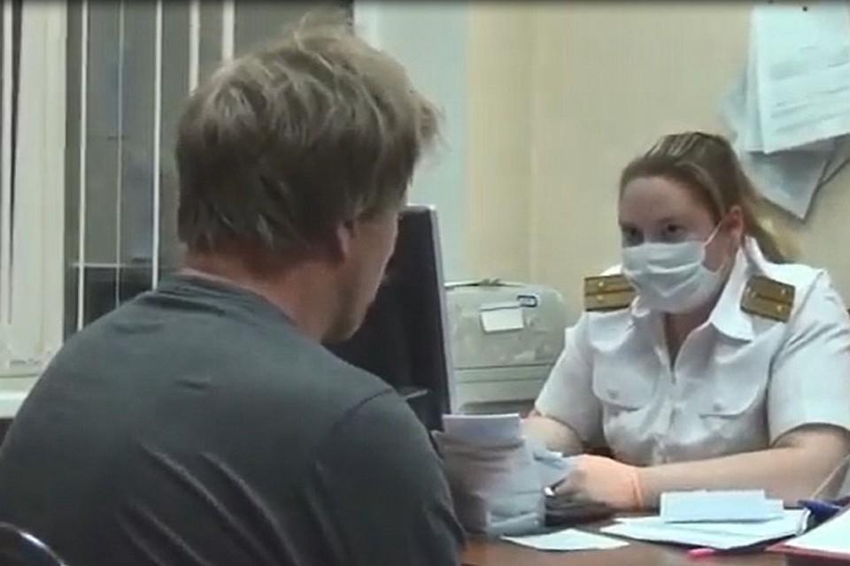 Обвиняемый в убийстве на первом допросе. Фото: СУ СК России по Иркутской области