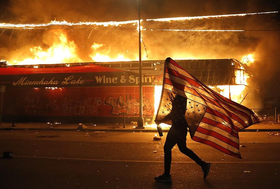 Погромы в Миннеаполисе вспыхивают уже две ночи подряд.