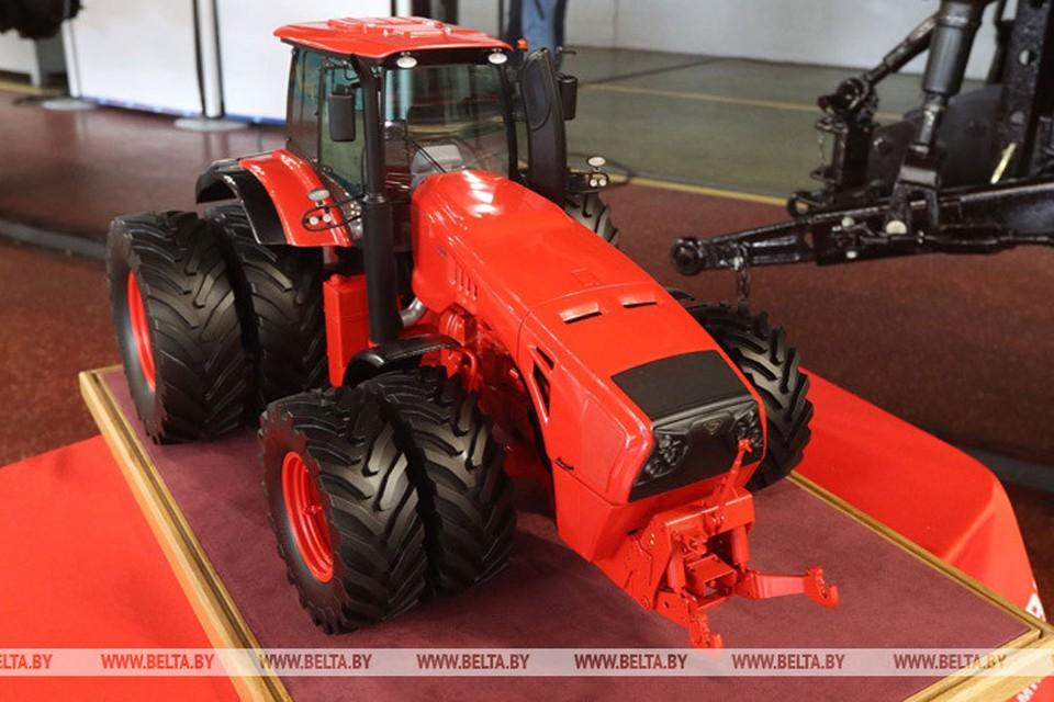Трактор «BELARUS-4522» - один из самых мощных в мире, предназначен для выполнения энергоемких сельскохозяйственных работ в тяговом и тягово-приводном режимах. Фото: belta.by