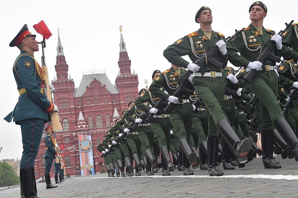 Репетиции в масках, новобранцев не возьмут: каким будет парад Победы в Москве