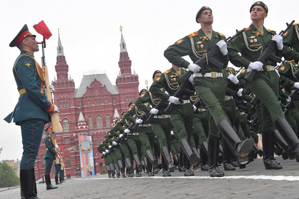 Репетиции Парада Победы начнуться в ближайшее время, но, в отличие от прошлых лет, будут проходить в масках.