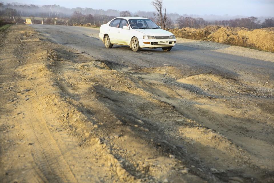 Разбитые грузовиками дороги в Приморье