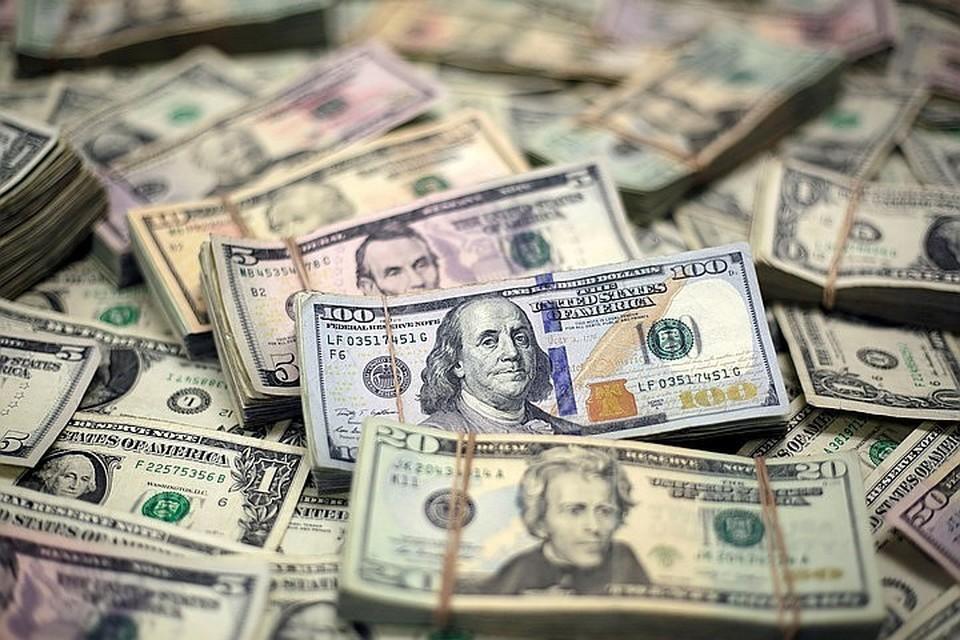 В конце марта доллар стоил больше 80 рублей, потом очень долго держался в районе 75 рублей