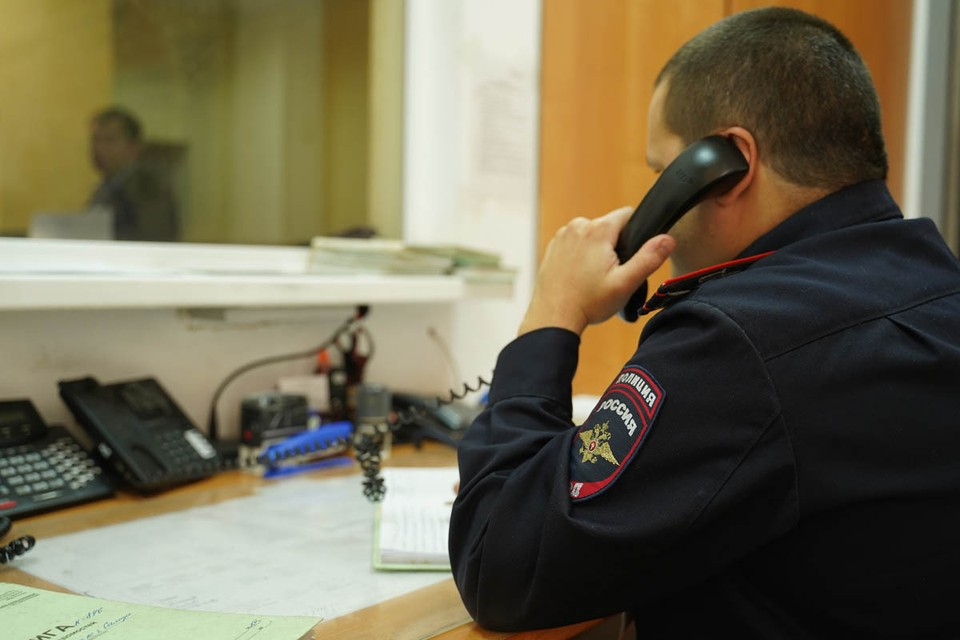 В полицию поступило сообщение о перестрелке в одном из продуктовых магазинов на улице Богданова в Москве.