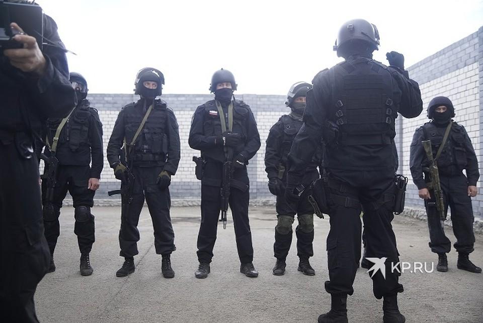 По официальной версии, спецназ принял решение о штурме, посчитав, что в квартире есть заложник