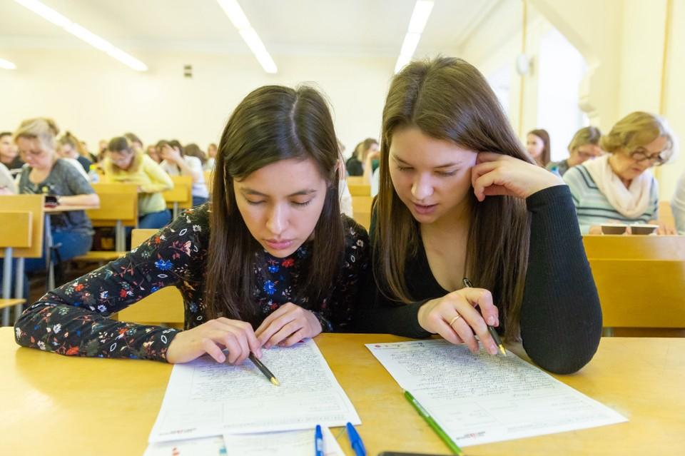 Будущие студенты надеются, что, несмотря на сложности, все же поступят, куда хотят.