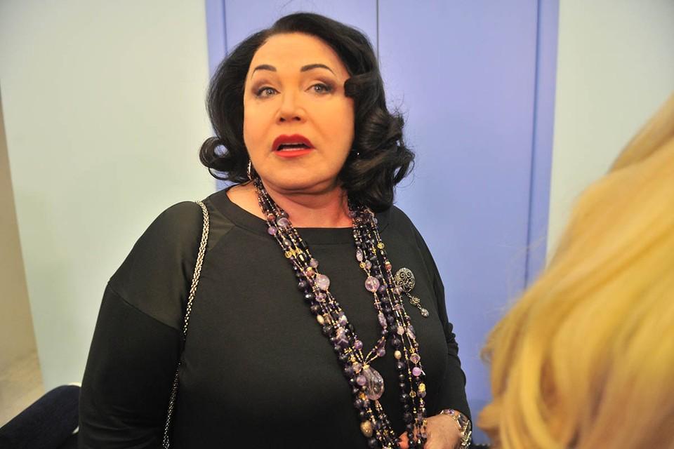 По слухам, накануне 70-летия, еще до коронавирусной истории, из-за которой певица провела несколько недель на больничной койке, Надежда Георгиевна посетила пластического хирурга.