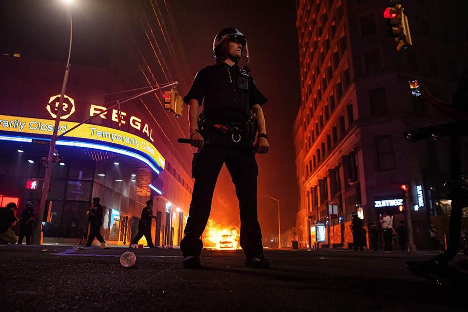 Америка, долгие годы выполнявшая роль мирового жандарма, сейчас превратилась в «хромую утку». Это общеизвестно.