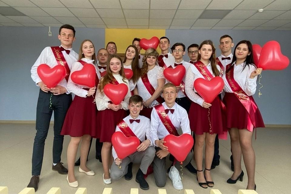 Белорусские школьники поблагодарили учителей в соцсетях - выпускники Щучина. Фото: соцсети.