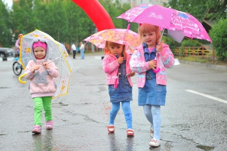 Крымчанам не стоит далеко убирать зонтики - в ближайшие три дня на полуострове пройдут дожди с грозами и градом.