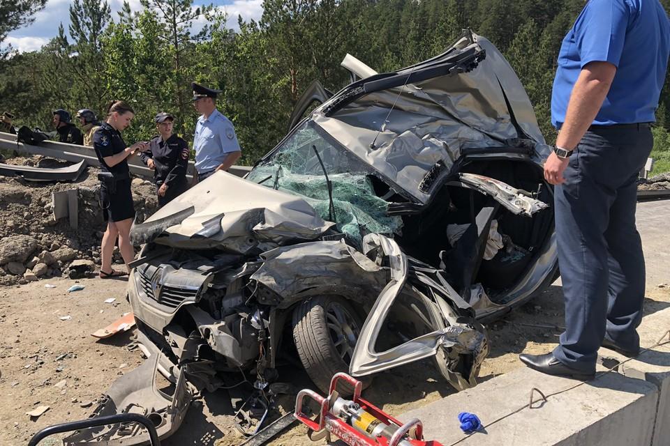 В аварии погибли два человека и шесть получили травмы.