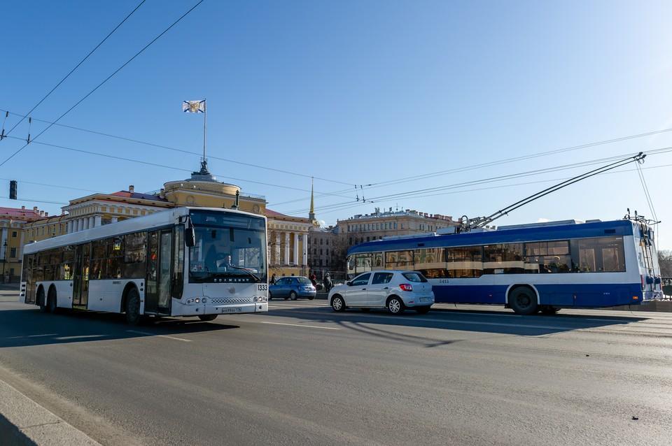 Пока транспорт в Санкт-Петербурге не вернулся к привычному режиму работы.