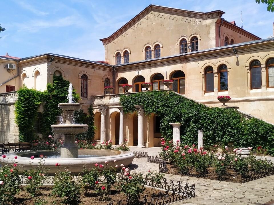 В Византийском дворике заработал фонтан
