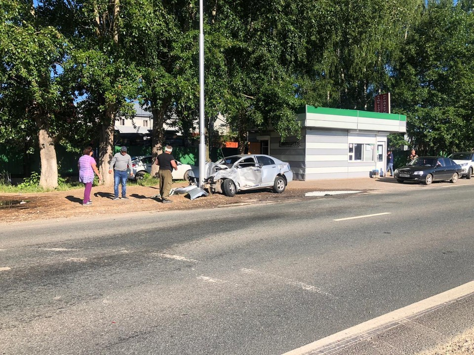 В результате столкновения 53-летний пассажир «Lifan» получил различные травмы, после оказания медицинской помощи его отпустили домой.