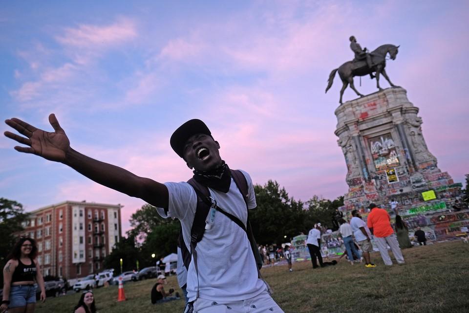 В Ричмонде осквернили памятник генералу Конфедерации Ли.