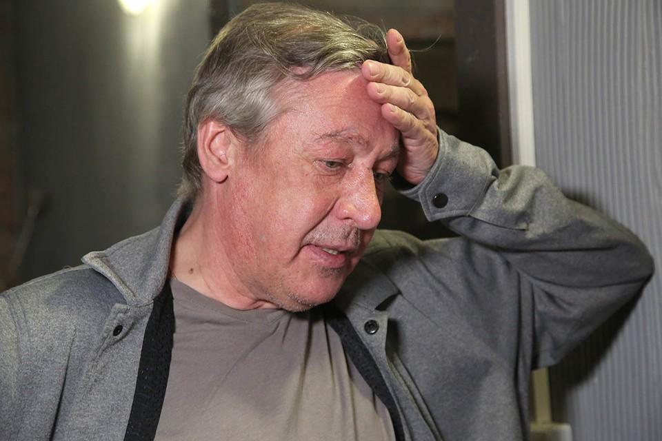 После запоев Михаил Олегович уезжал лечить астму к морю