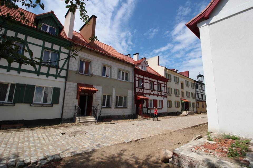 Туристический сезон Железнодорожный встречает свежими фасадами под старину.