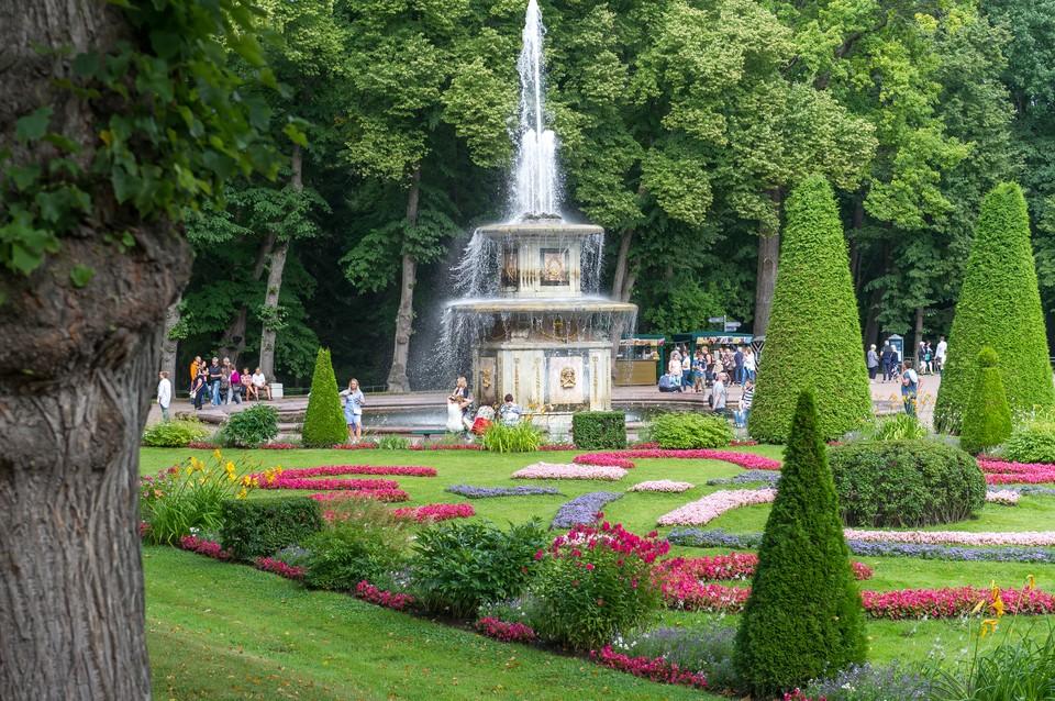 Парки Петергофа откроются с 3 июля.
