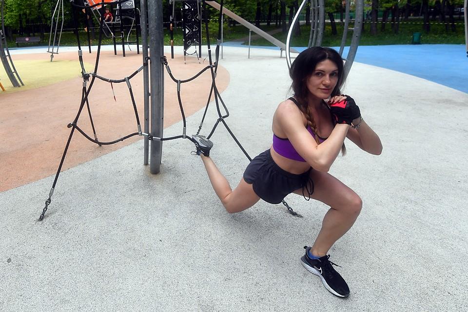 Из-за долгого малоподвижного образа жизни снижается тренированность мышц, могут обостряться заболевания суставов, усилиться гипертония