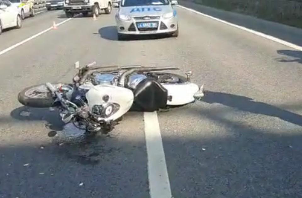 Мотоциклист доставлен в больницу.