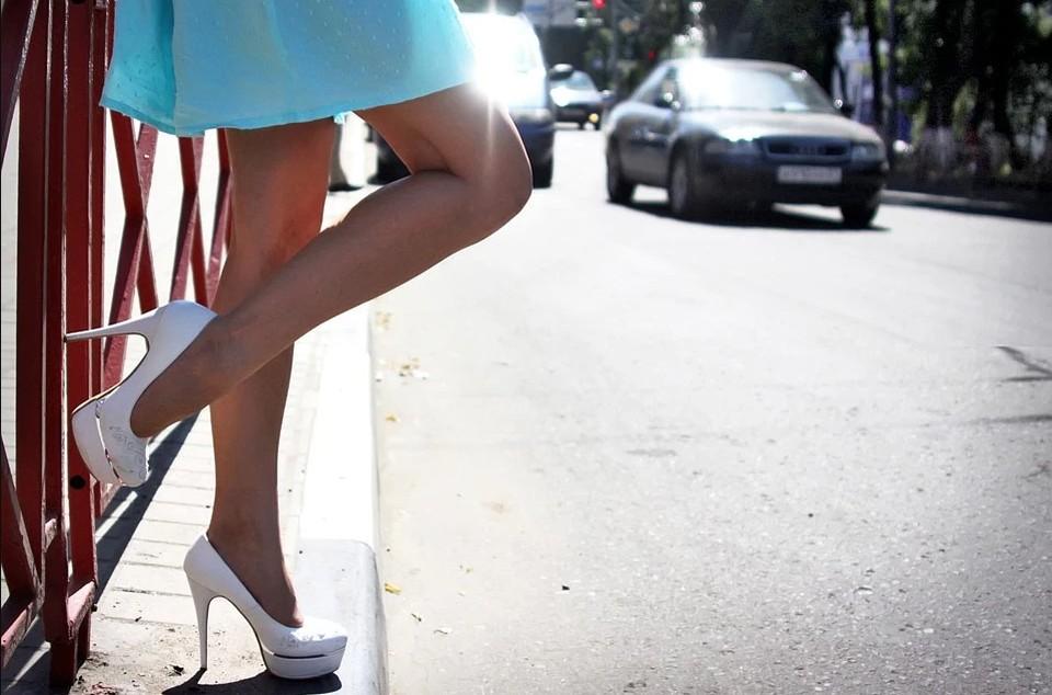 Криминальное сотрудничество с проститутками приносило полицейскому до 100 тысяч рублей в месяц.