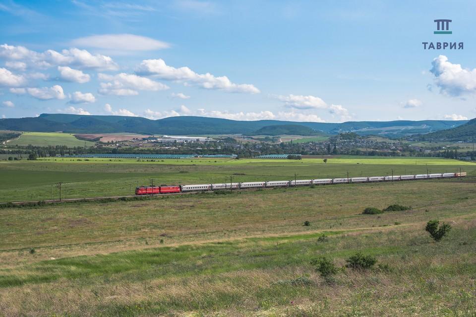 Железнодорожный перевозчик запускает дополнительные поезда в Крым. Фото: Гранд Сервис Экспресс