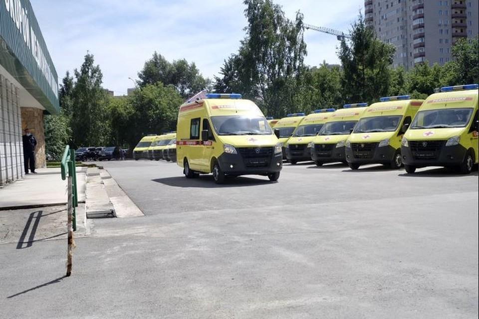 В Новосибирск привезли реанимобили с ИВЛ и запасом кислорода. Фото: минздрав НСО