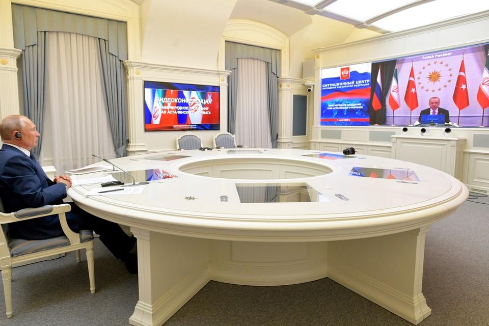 Владимир Путин во время внеочередного заседания глав астанинского формата в режиме видеоконференции. Фото: Алексей ДРУЖИНИН/пресс-служба президента РФ/ТАСС