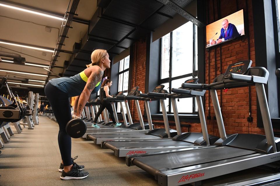 Омичи теперь могут заниматься спортом в спортивных залах.