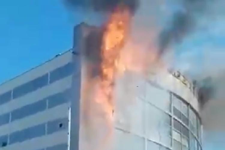 На момент начала пожара в здании находилась только охрана.