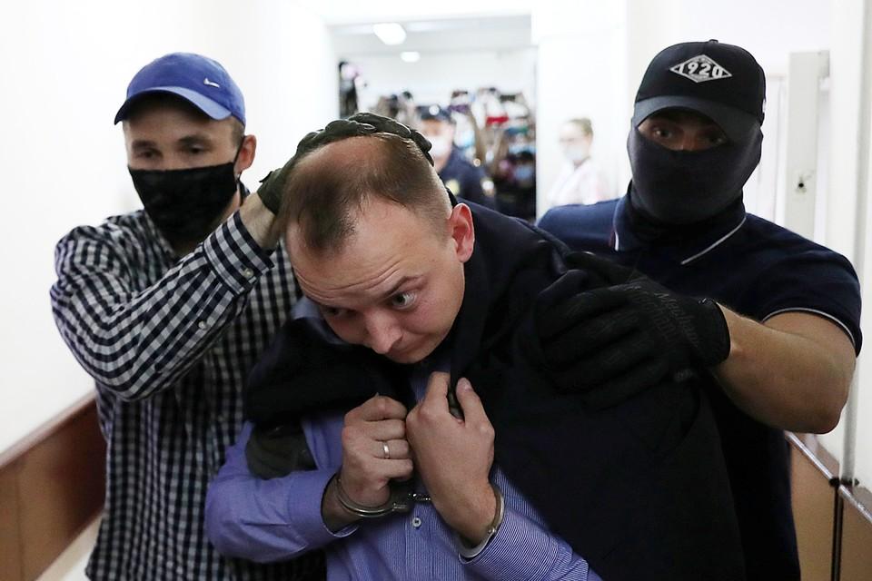 Судя по первым обнародованным «источниками» деталям уголовного дела Сафронова, спецслужбы начали следить за журналистом еще в 2012 году