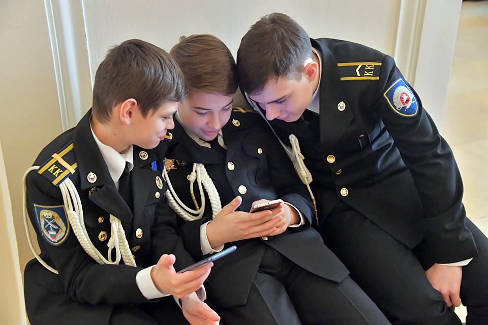 """В связи с началом работы приемных комиссий кадетам предложили воспользоваться мобильным приложением """"Вперед, кадет!"""""""