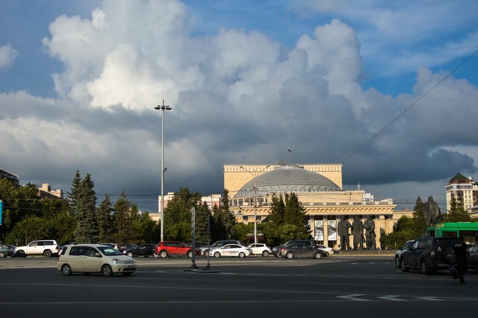 В Новосибирске по-прежнему стоят жара и дожди.