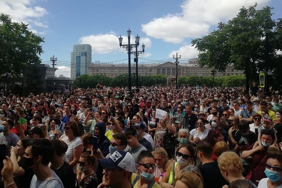 Самая большая площадь Хабаровска была до краев наполнена людьми. Фото: Мария Шестунова