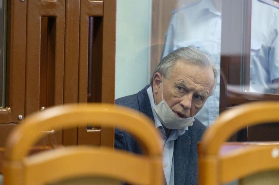 Соколов внимательно слушал рассказа студента