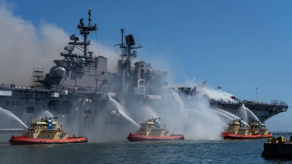 Число пострадавших при пожаре на борту корабля ВМС США возросло до 59