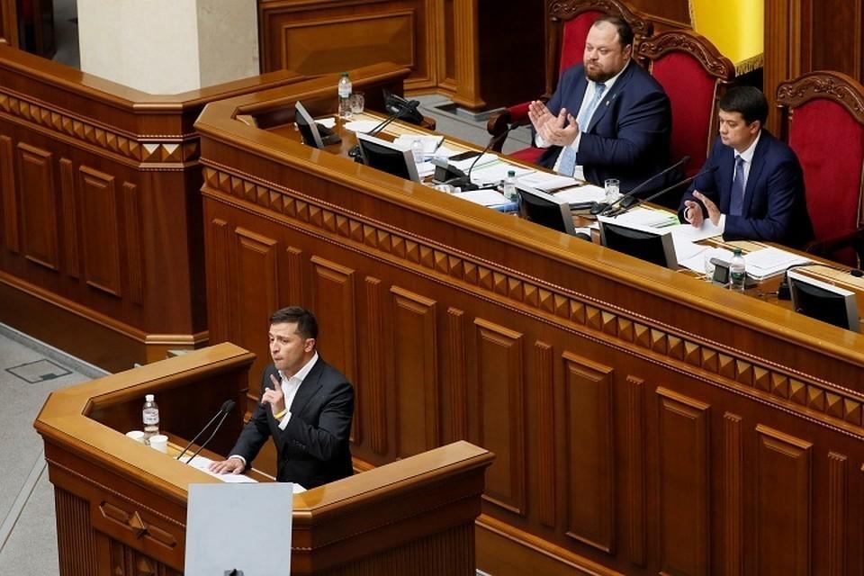 Зеленский призвал все партии объединиться и «вернуть свои территории»