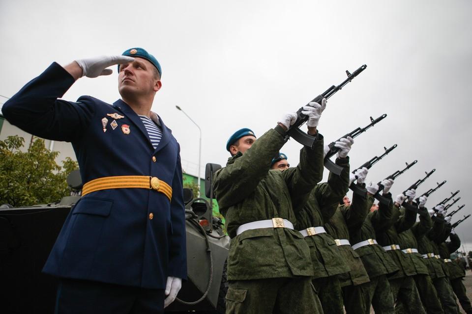 От желающих служить в армии в военкоматах сегодня отбоя нет