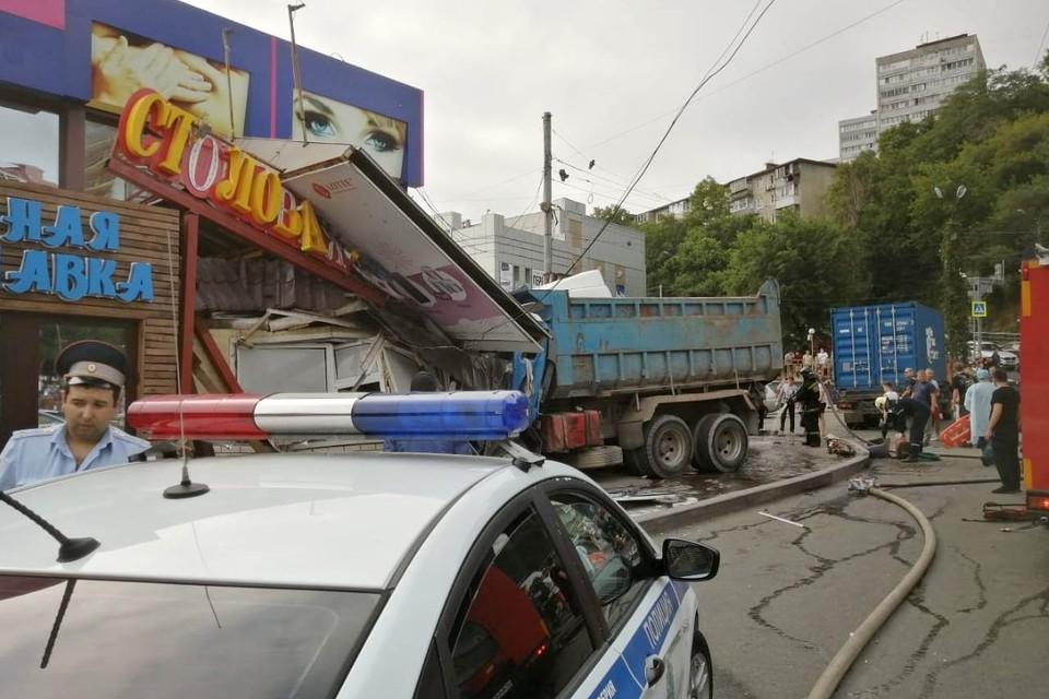 Место ДТП на Дальпрессе. Фото: Кирилл Киреев
