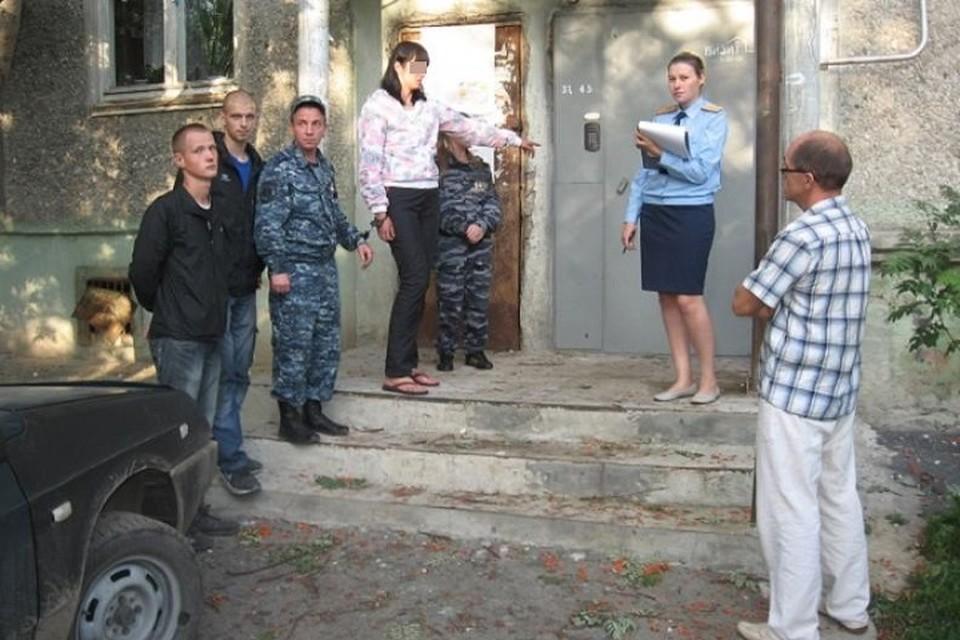 Фото сделано в 2013 году на нем заказчица убийства дает показания на месте преступления. Фото: следственный отдел СКР города Верхняя Салда
